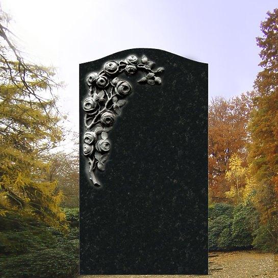 Corianda – Grabdenkmal mit Rosenblüten