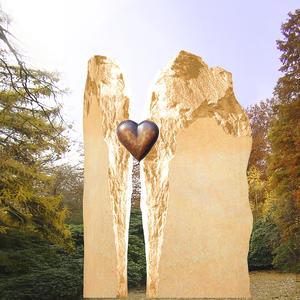 Randora Zweiteiliges Grabmal mit Bronzeherz