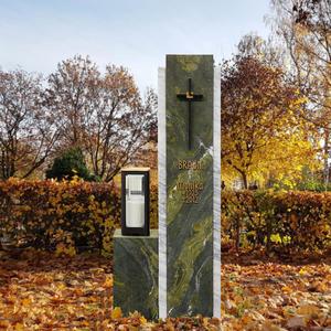 Cupito Zweiteilige Grabstein Stele mit grünem & weißem Marmor & Bronze Grablicht / Doppelgrab