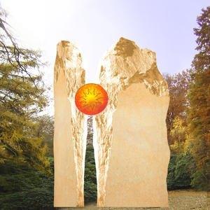 Zweiteiliges Grabmal mit Sonnenglas