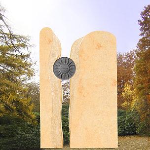 Sonnenschein Grabdenkmal mit Bronze Sonnenscheibe