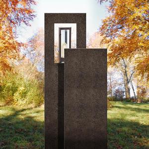Amancio Lux Zweiteiliges Granit Urnengrabmal mit Laterne