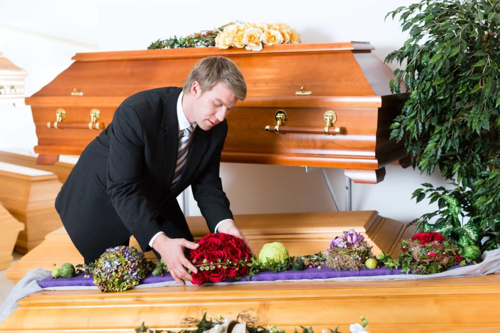 Bestatter Kosten und Aufgaben - Bestattungskosten und Preise