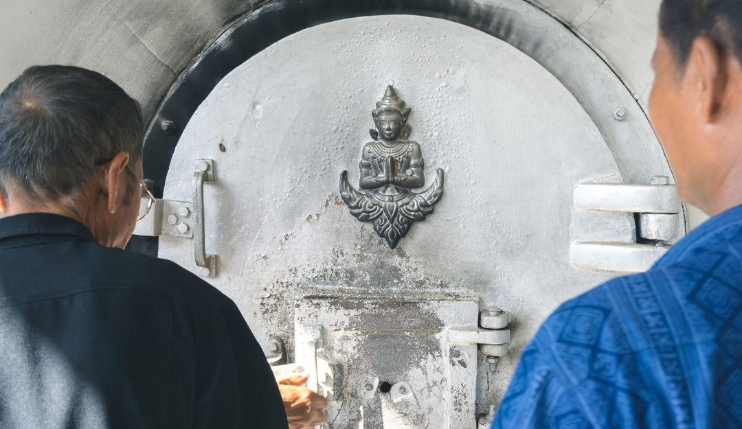 Einäscherung im buddhistischen Krematorium | Bildquelle: © bonnontawat - Fotolia