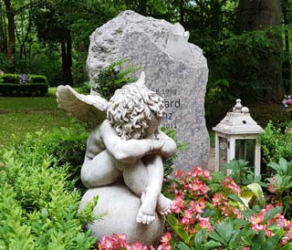 Eine Grafik zu Grabstein für Jungen Menschen/Kind - Rustikaler Grabstein Findling
