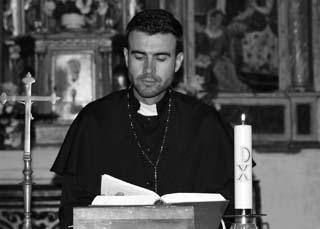 Eine Grafik zu Katholischer Pfarrer bei der Lesung einer Predigt