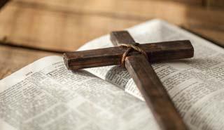 Eine Grafik zu Die BESTATTUNG der KATHOLISCHE KIRCHE – Alle INFOS zu TRADITIONEN & RITUALEN