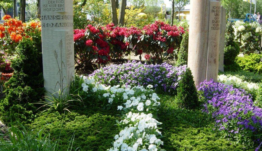 Die Grabmalpflege kann für Angehörige zur Last werden | Bildquelle: © Stilvolle Grabsteine