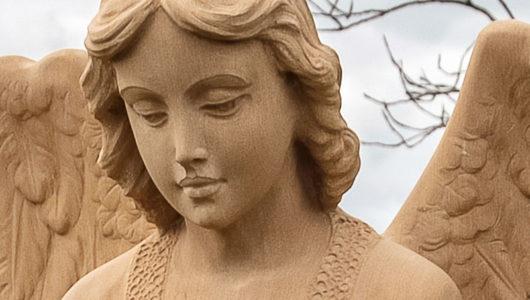 Grabsteine mit historischen und modernen Engel Motiven