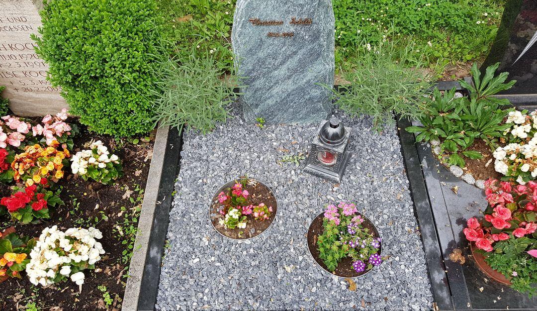 Friedhofssatzungen enthalent Regelungen zu Größe und Gestaltung der Gräber, Arten von Grabstätten und Ruhezeiten. | Bildquelle: © Stilvolle Grabsteine