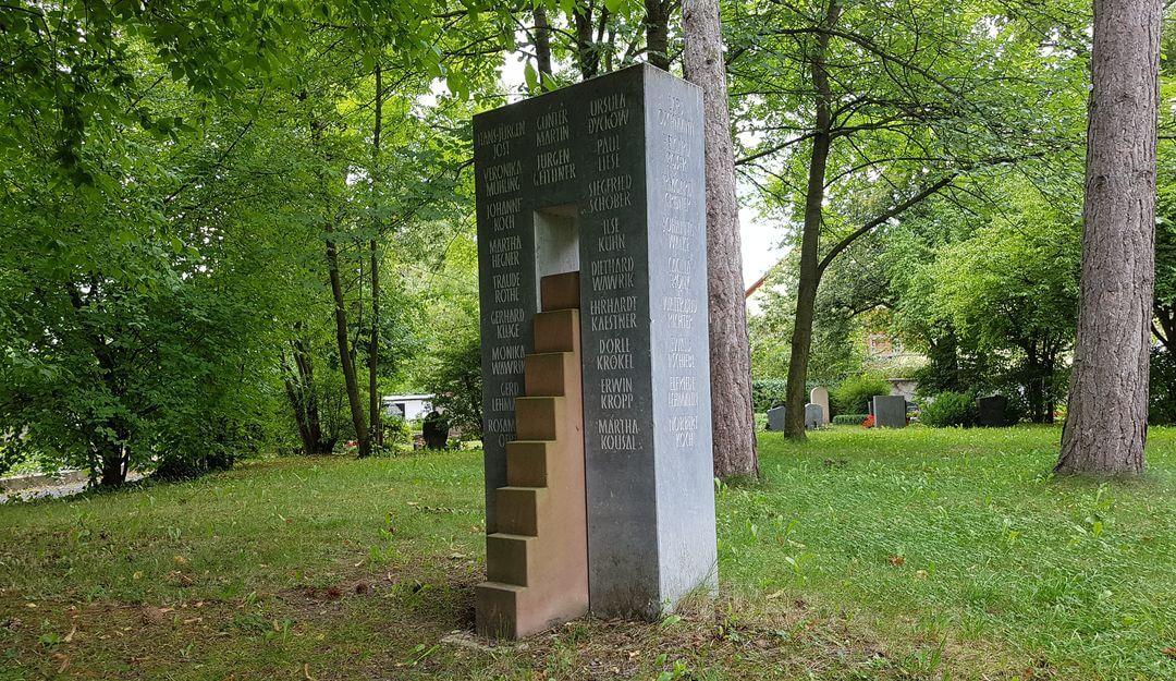 In Gemeinschaftsgräbern können eine Vielzahl an Menschen beigesetzt werden. | Bildquelle: © Stilvolle Grabsteine