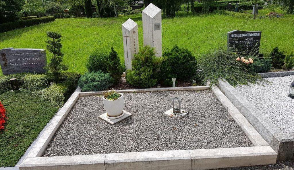 Pflegeleichte Grabgestaltung Mit Kies Und