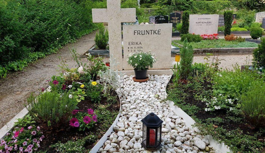 Grabgestaltung mit kies stilvolle grabsteine for Grabgestaltung mit steinen