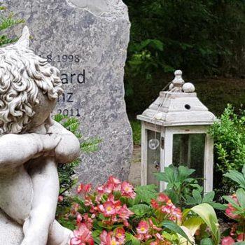 Eine Grafik zu Grablichter & Grabkerzen für das Urnengrab