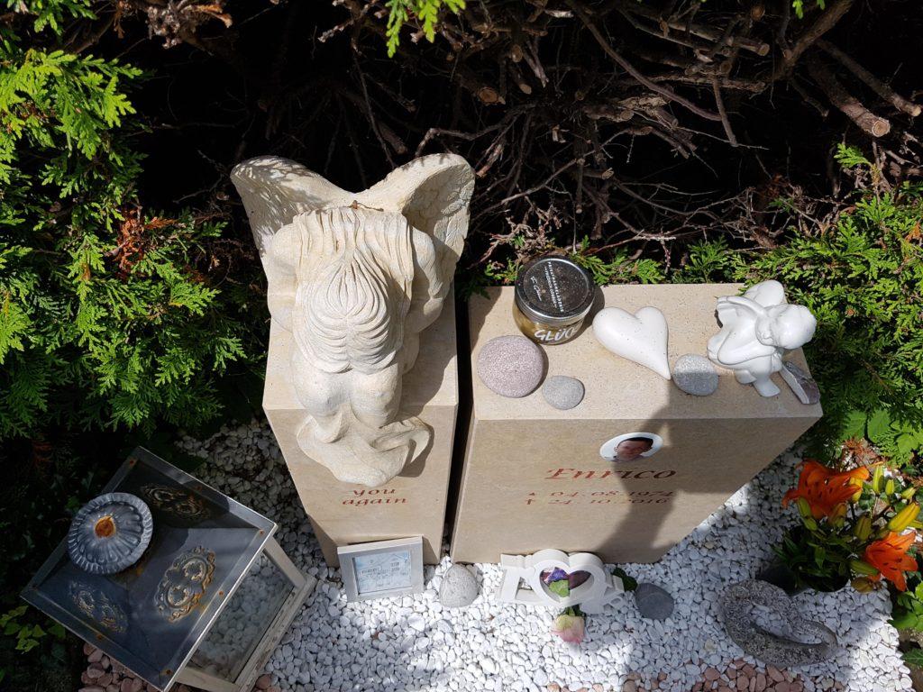 Kindergrab Grabstein gestalten Beispiel Idee