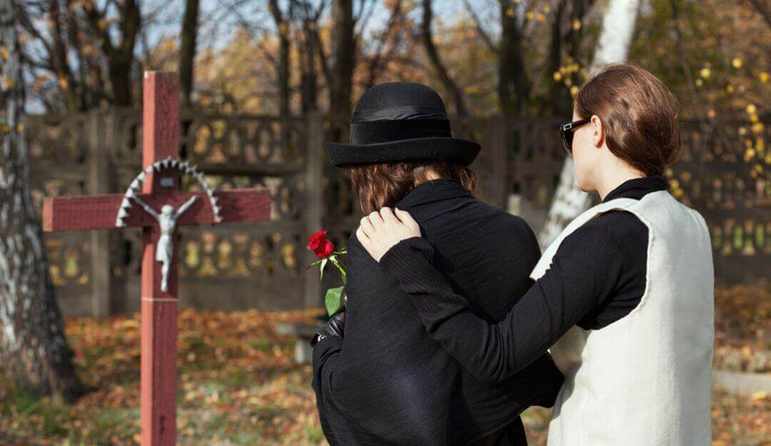 Durch persönliche Worte kann an den Verstorbenen erinnert werden. | Bildquelle: © Photographee.eu - Fotolia