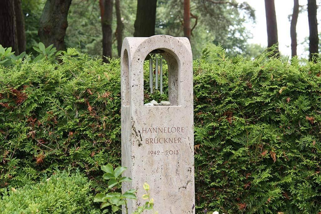 Heutzutage werden Grabstelen häufig als Denkmäler verwendet. | Bildquelle: © stilvolle-grabsteine.de