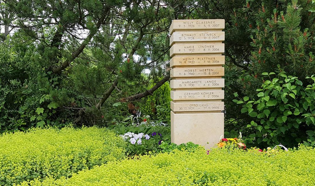 Urnenstele Naturstein Beschriftung Gemeinschaftgrab Urnen rfurt Friedhof Hochheim