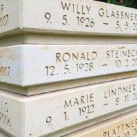 Inschrift & Beschriftung einer Urnenstele