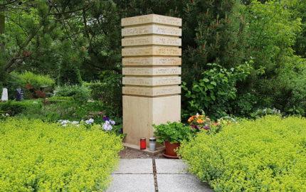 Erfurt-Hochheim Friedhof Grabstein Urnenstele