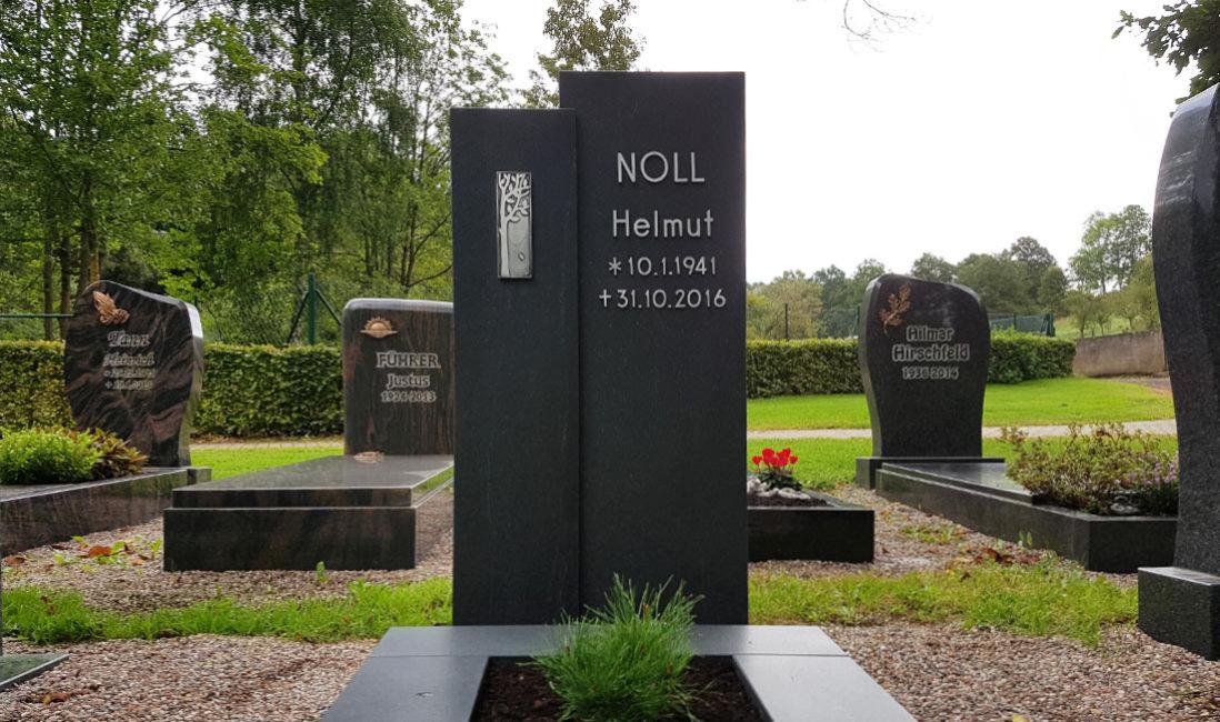 Grabmale Grabsteine für Einzelgräber modern design Grabmalgestaltung Grabeinfassung Granit dunkel zweiteilig Friedhof Ronshausen