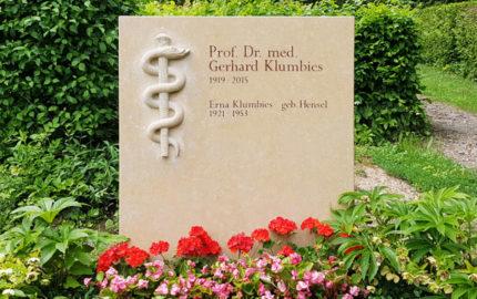 Doppelgrabstein für ein Familiengrab aus Kalkstein in Jena auf dem Nordfriedhof