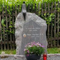 Doppelgrabstein Familiengrabstein Felsen Findling Rustikal Bronze Skulptur Sternenguckerin Grabschmuck Jena Cospeda