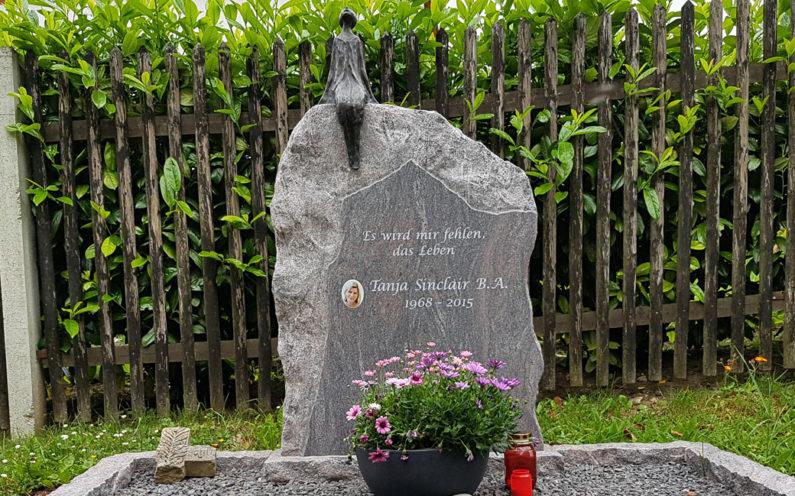Cospeda Friedhof Grabmal Sinclair - 0