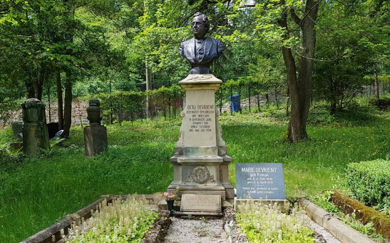 Jena Nordfriedhof Historische Grabanlage Devrient - 2