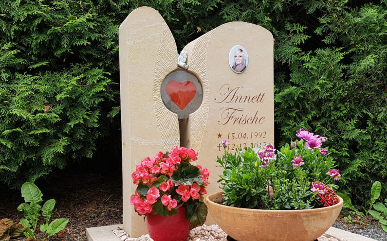 Großschwabhausen Friedhof Grabstätte Frische