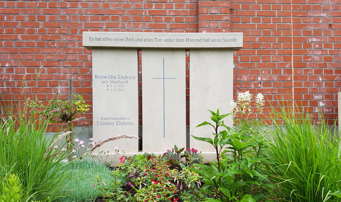 großer Familiengrabstein Kalkstein 3 teilig Familiengrab gestalten Gestaltung Doppelgrab Doppelgrabstein Familiengräber  Friedhof Erfurt Hochheim