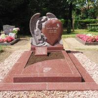 Grabstätte Engel Grabmale Steinmetz Granit Ruby Red Pflegeleichte Grabgestaltung Kies Borne Friedhof Steinmetz