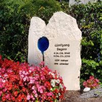 Doppelgrabstein Familiengrabstein Familiengrabstätte Doppelgrabstätte Grabstein Bepflanzen Gestalten deko Grabblumen Grab pflanzen Friedhof Steinmetz Melaten Köln