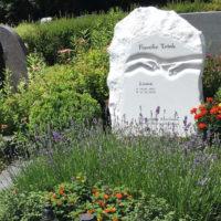 Doppelgrabsteine Marmor Michelangelo berührende Finger Doppelgrabstätte Familiengrabstätte Villach Friedhof Mittewald