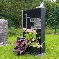 Rasengrab & Wiesengrab mit Grabstein Grabdeko Grabschmuck Steinmetz Friedhof Ronshausen