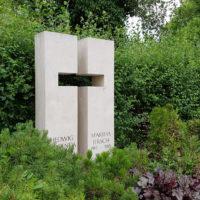 Doppelgrabstein mit Kreuz Symbol Kalkstein Steinmetz Friedhof Erfurt Hochheim