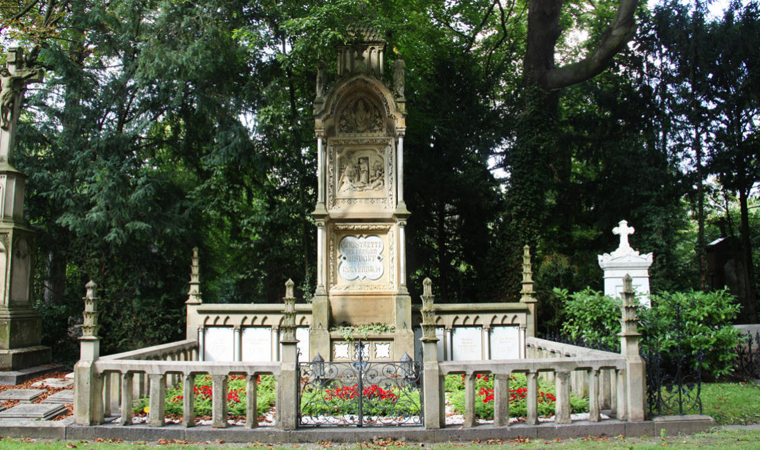 Familiengrabstätte Gruft Sandstein Köln Melatenfriedhof