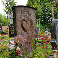 Holzgrabmale Holzgrabsteine Gestaltung Holzbildhauer Ideen Beispiele Grabgestaltung Friedhof Erfurt Hochheim