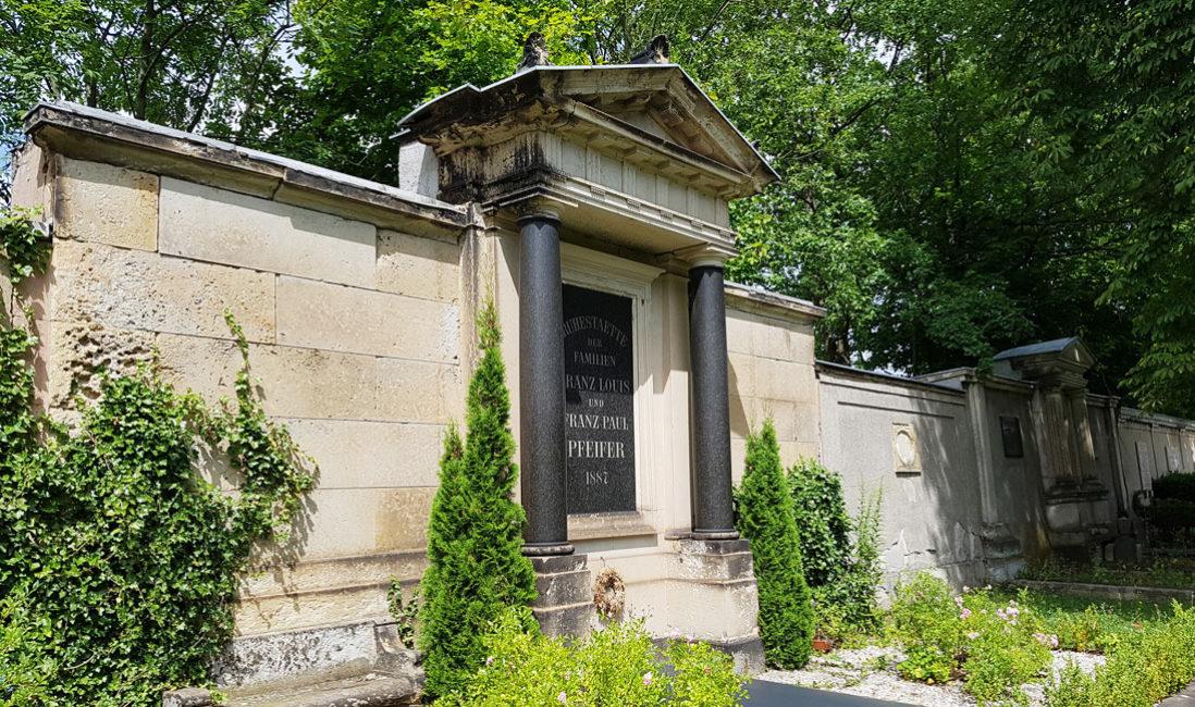 Grabwand Historisches Familiengrab Sandstein Weida Friedhof Gesamtansicht