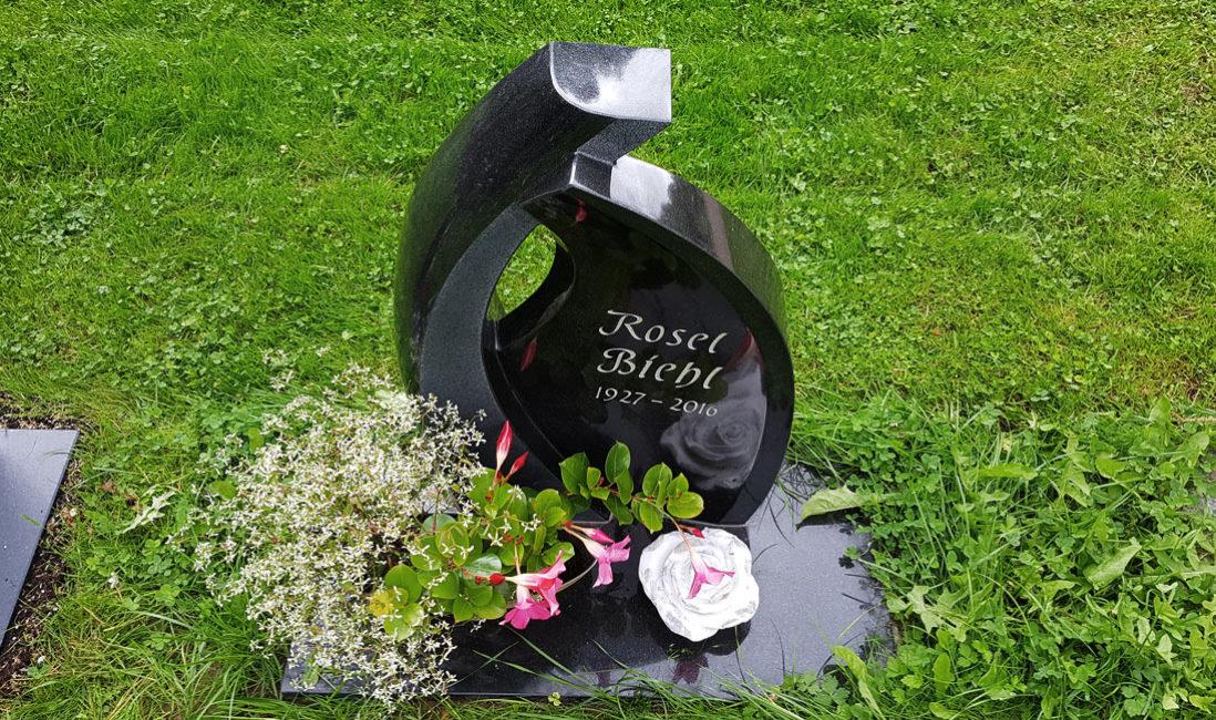 Grabstein Urnengrabmal Granit Ronshausen Friedhof Draufsicht