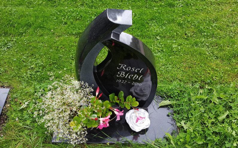 Ronshausen Friedhof Grabstätte Biehl - 1