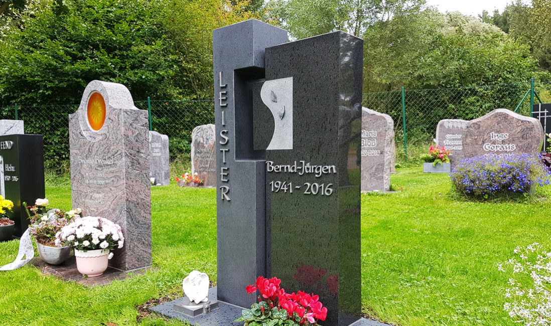 Gedenkstein Urnengrabmal Granit Ronshausen Friedhof Profil