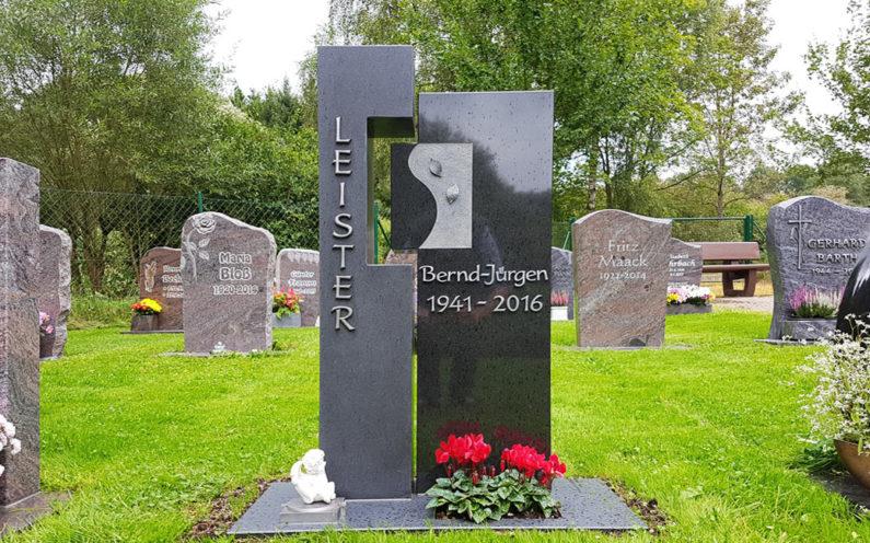Ronshausen Friedhof Gedenkstein Leister - 1