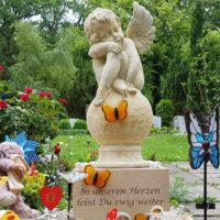 Engel Grabsteine Kindergräber Gräber für Junge Menschen Grabengel Figur Sandstein Kindergrabstätte Steinmetz Erfurt Friedhof