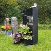 Wiesengrabstein Rasengrabstein Urnengrab pflegeleicht Rasengräber Wiesengräber Ronshausen Friedhof