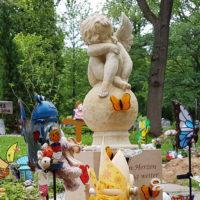 Engel Kindergrabstein Sandstein Grabschmuck für Kinder Grabdekoration Schmetterling Steinmetz Erfurt Friedhof