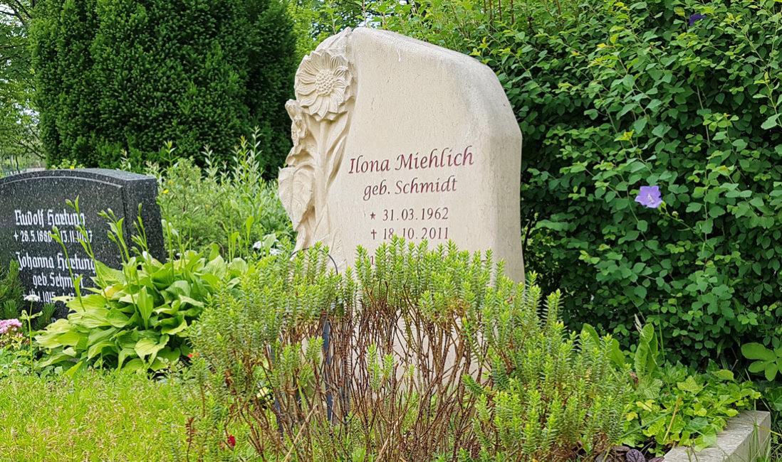 Grabstein Sonnenblume Grabgestaltung Grabbepflanzung Einzelgrab Sommer Stauden Grabblumen Friedhofspflanzen Idee Beispiel Vorschlag Tipp  Steinmetz Erfurt Friedhof Hochheim