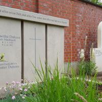 Familiengrabstätte gestalten Gestaltung Familiengrabstein Doppelgrabstein Kalkstein Friedhof Erfurt Hochheim