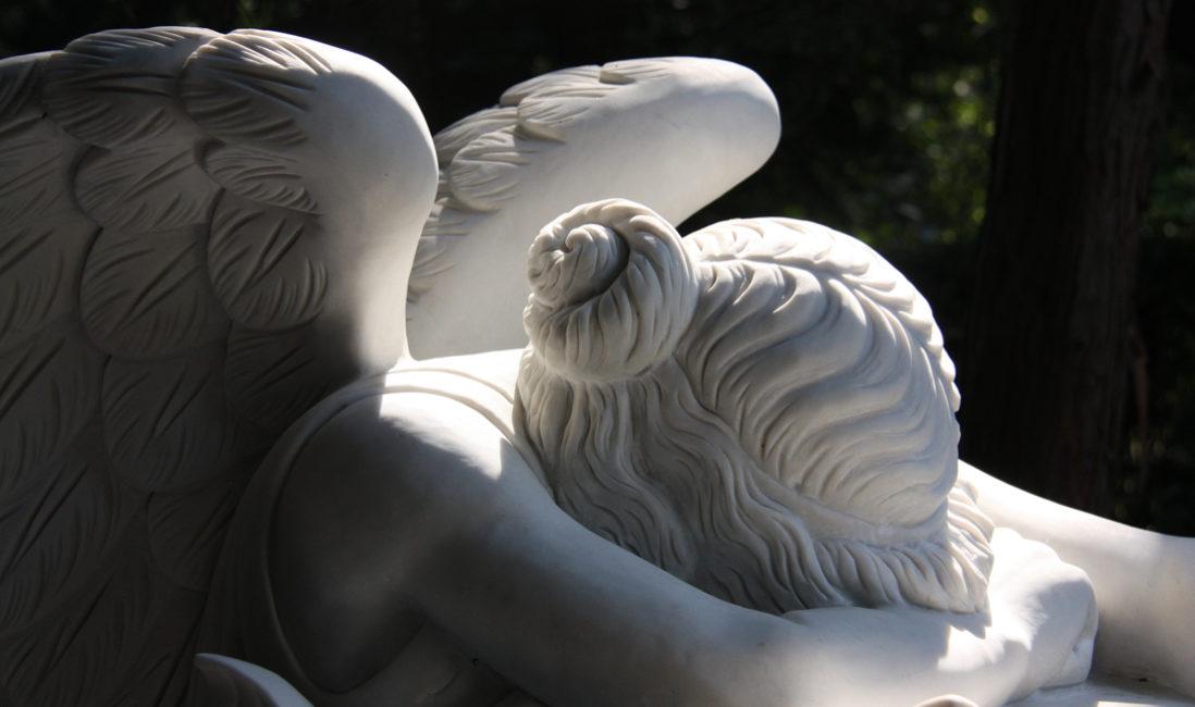 Doppelgrabstein Familiengrabstein  Trauernder Engel Marmor  Emelyn Story Angel of Grief  Engel Grabsteine Grabmale  Steinmetz Köln Südfriedhof Grabstätte