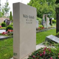 Urnengrabstein mit Grabinschrift aus Kalkstein Friedhof Erfurt Hochheim